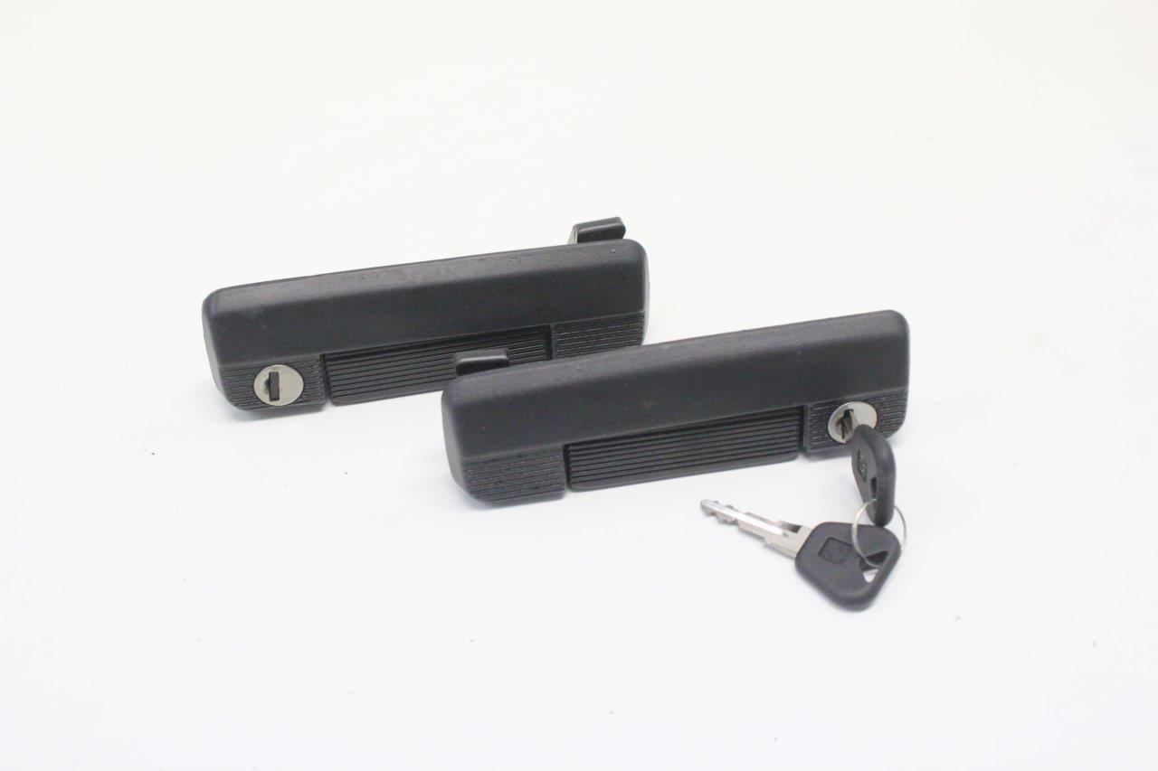 2x door handle and key