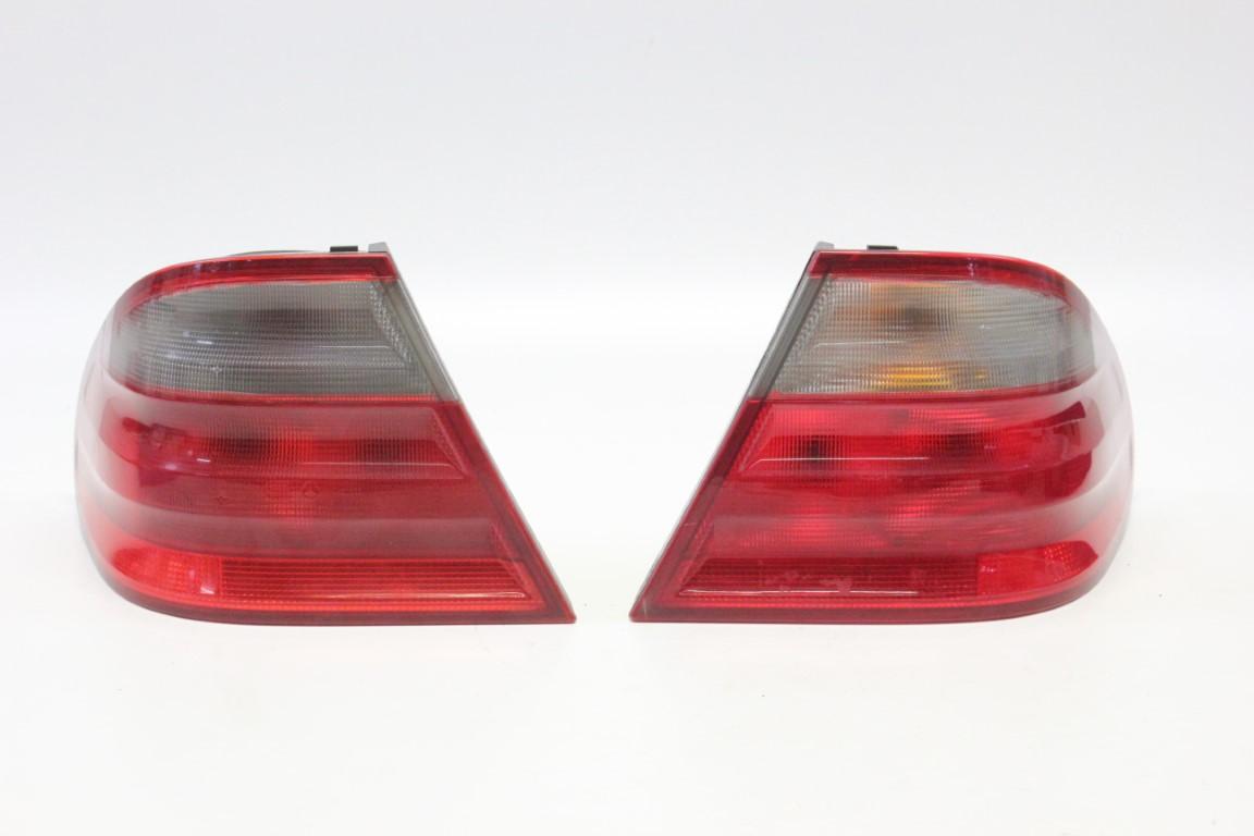 2x rear light